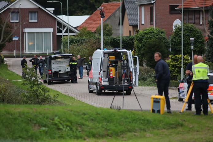 Onderzoek op de lokatie waar een verdachte door de politie is doodgeschoten. Met de actie is een ontsnapping uit de gevangenis van Roermond met een helikopter voorkomen.