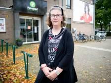 Na het plots overlijden van Nelly de Vetter (1941-2001) miste haar echtgenoot Pieter (1920-2002) haar zo