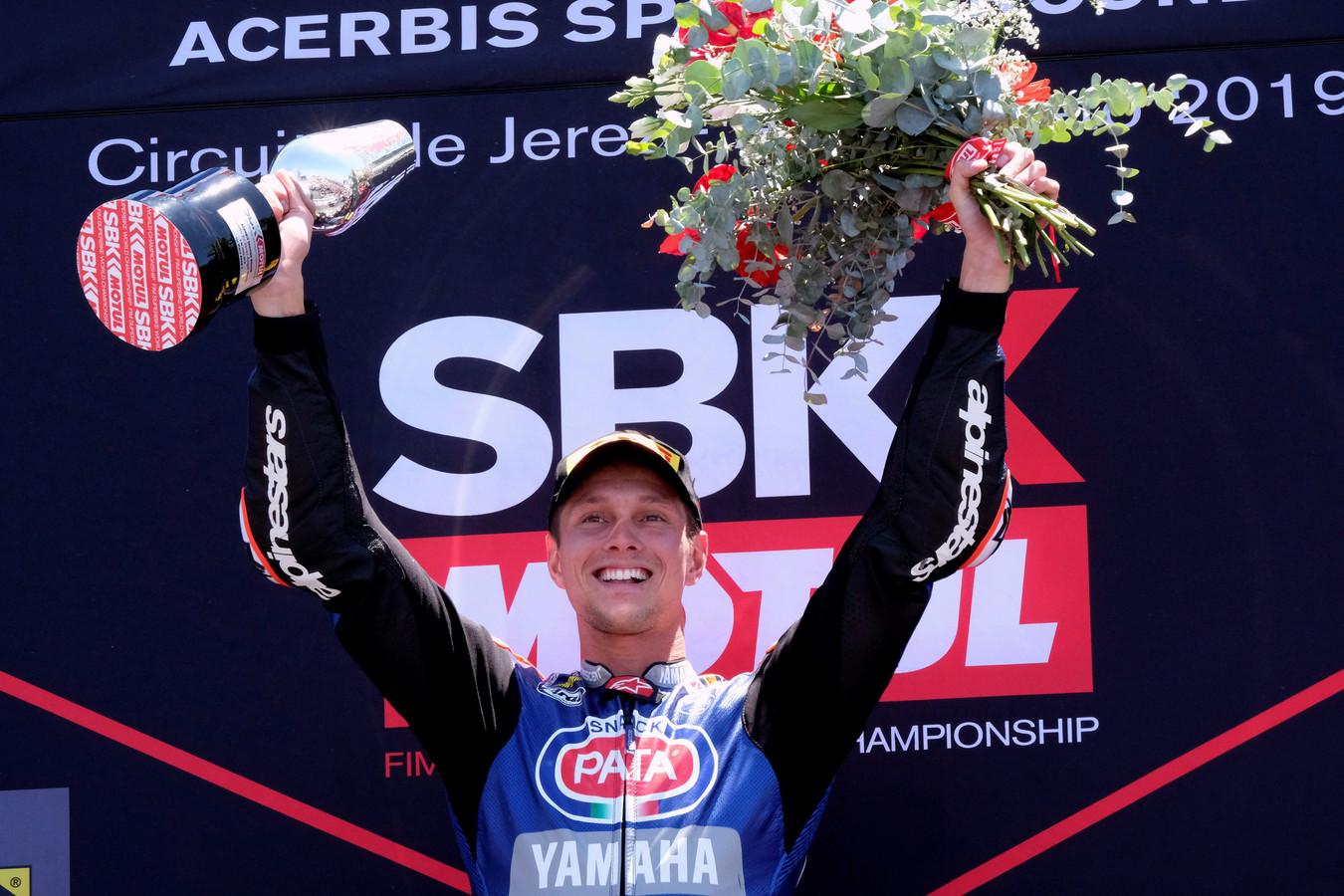 Van der Mark op het podium na zijn overwinning in Jerez.