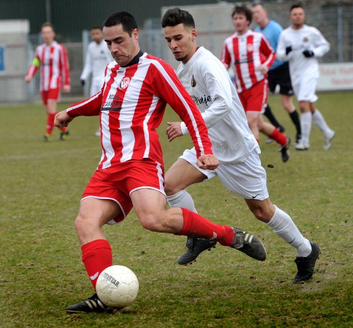 Ferry Alfons, hier in 2013 in actie tegen BVV, wil komend seizoen graag zijn rentree maken als voetballer.