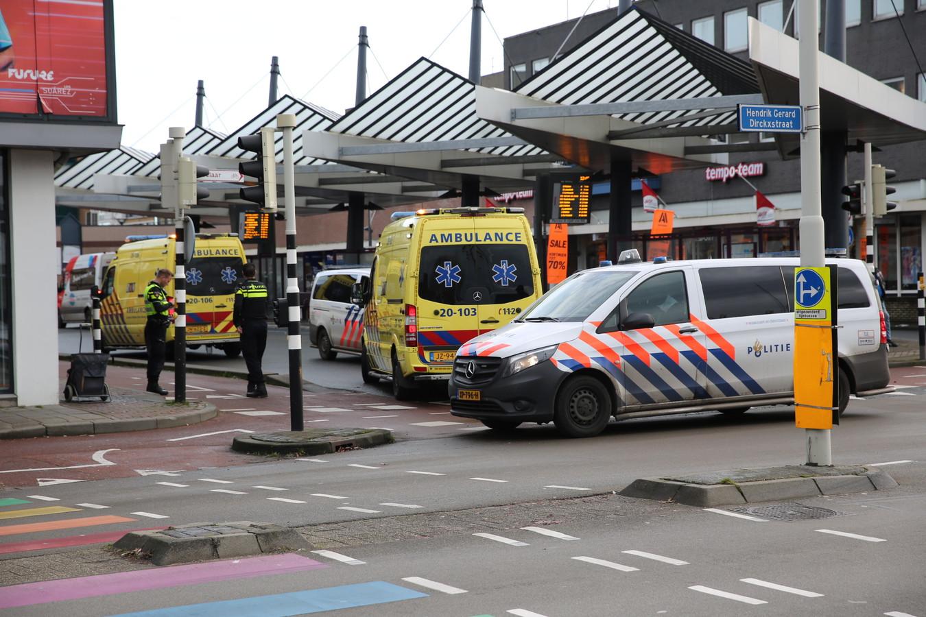 Het slachtoffer raakte zwaargewond, de fietser reed door