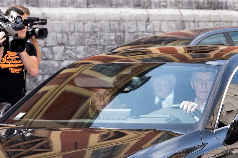 Strauss-Kahn op weg naar de rechtbank in Lille. Beeld EPA