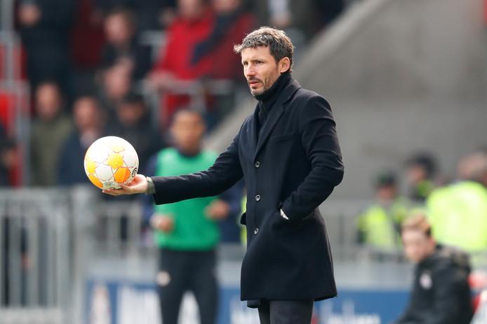 PSV-trainer Mark van Bommel tijdens PSV - De Graafschap.