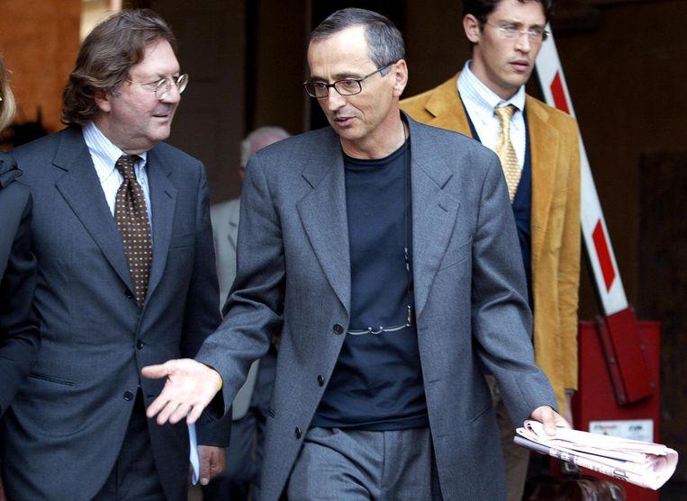 Michele Ferrari (rechts) met zijn advocaat in Bologna in 2004. Beeld afp