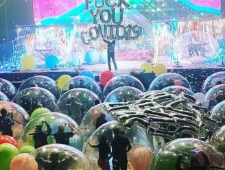 Publiek in opblaasballen geniet van concert The Flaming Lips