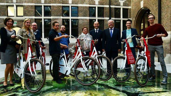 10 Waterbus-fietsen uitgereikt