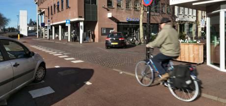 Gevaarlijke verkeerssituatie in Helmond: 'We zien hier de gekste dingen gebeuren'