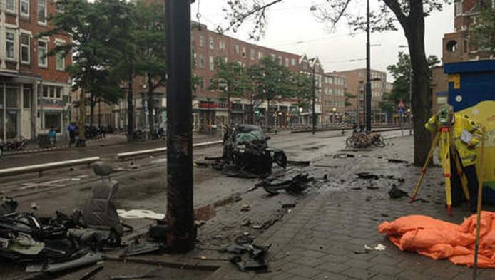 De ravage na het ongeluk op de West-Kruiskade in Rotterdam op 18 augustus