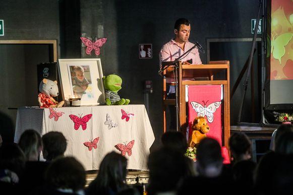 Papa Nicolas sprak alle aanwezigen toe.