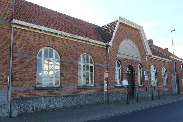 De voormalige gemeenteschool in de Dadizelestraat.