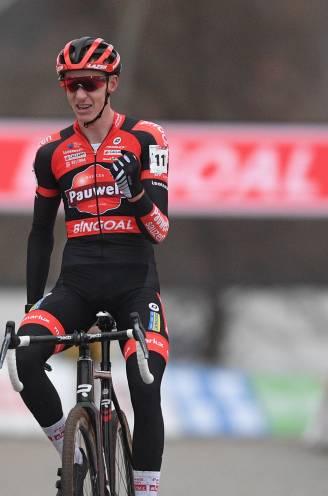 Vanthourenhout wint na pech in Kortrijk wél in Tabor, Van Aert opnieuw derde