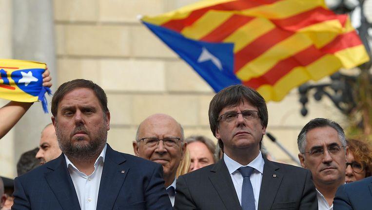 Catalaanse vice-president Oriol Junqueras (links) en president Carles Puigdemont bij een protest in Barcelona op maandag. Beeld afp