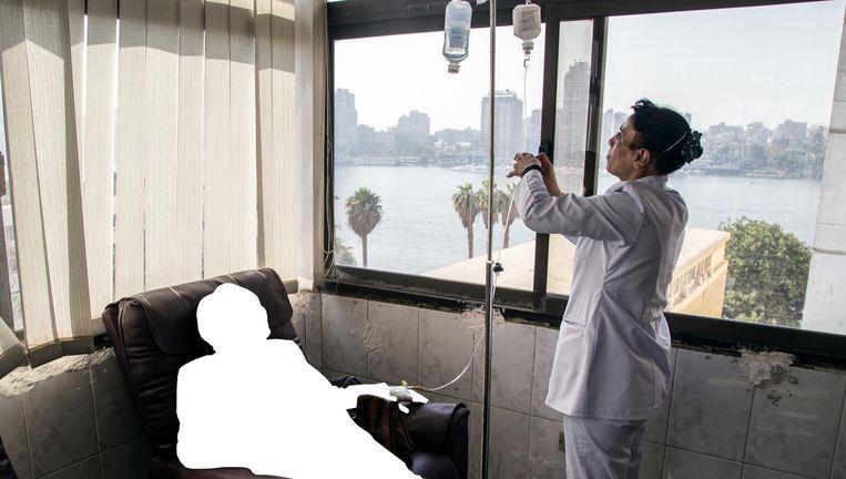 'Dania' eiste na een bezoek van de farmaceut dat haar naam en foto uit het rapport werden verwijderd. Beeld Roger Anis