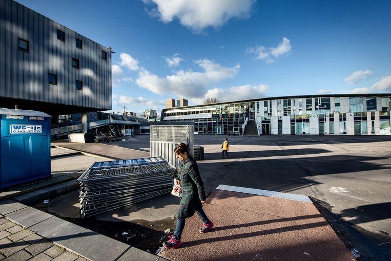 De verbouwingen op het schoolplein zijn maandag begonnen Beeld Jean-Pierre Jans