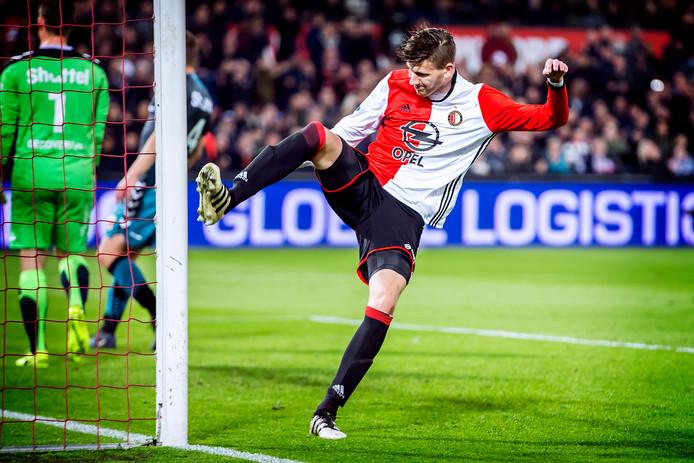 Michiel Kramer baalt na een gemiste kans in het shirt van Feyenoord.