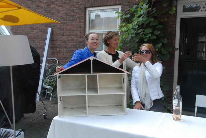 De standhouders Saskia Rexwinkel, Annette Swinkels en Dianne Graveland beleefden een amusante dag met elkaar