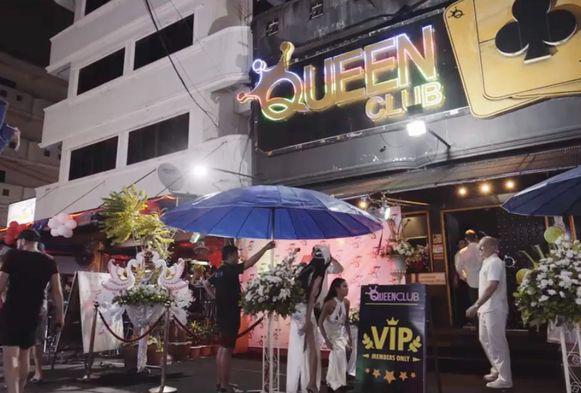 De stripteasebar Queen Club in het centrum van Pattaya.