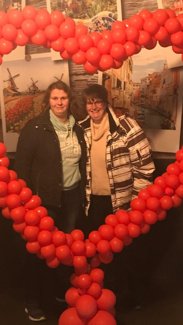 Neromy van Walsem uit Leende met haar moeder.