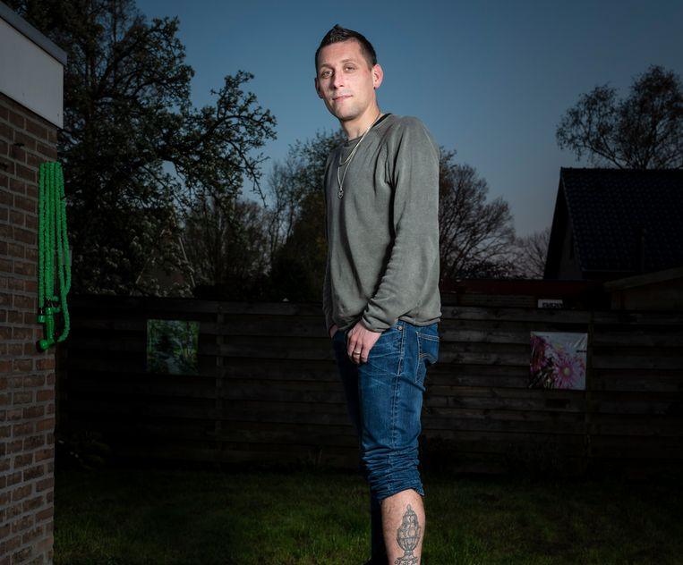 Ronald Bos heeft een tatoeage van de beker op zijn been Beeld Reyer Boxem