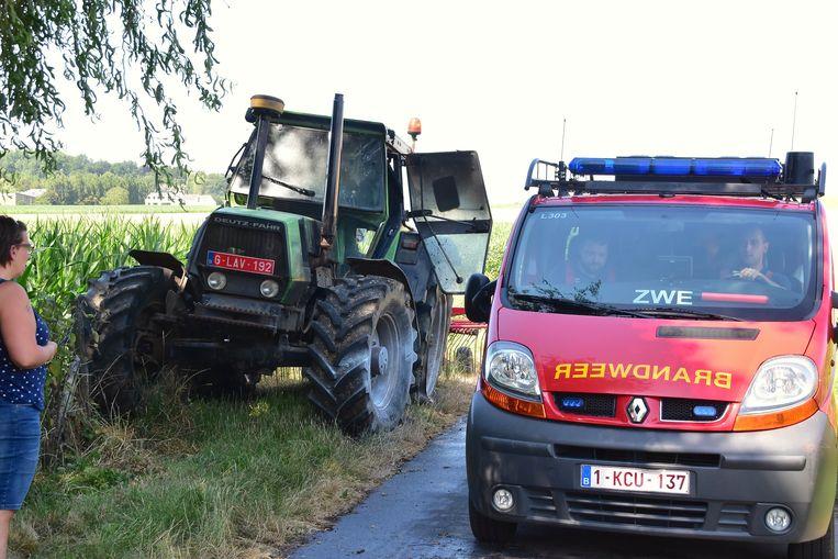 De tractor liep zware schade op door de brand.