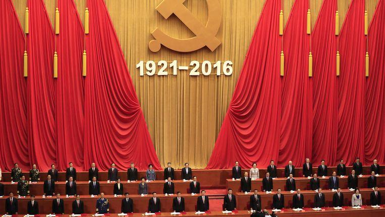 Xi Jinping (vooraan 10de van links) houdt toespraak op de 95ste verjaardag van de Chinese Communistische Partij, 1 juli. Beeld ap