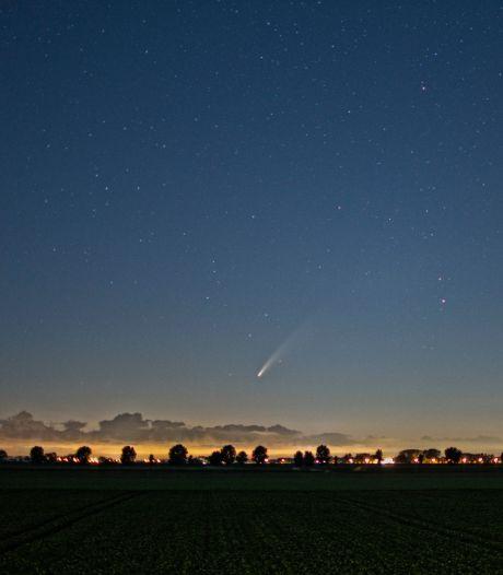Kaatsheuvelse fotograaf vangt een ijsklomp met een staart boven Waalwijk: de komeet Neowise