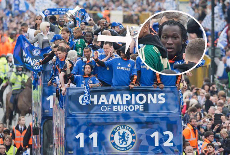 Romelu Lukaku op de open bus tijdens de viering van Chelsea.