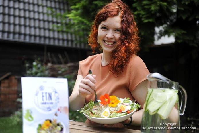 Lotta Imeyer begint met behulp van crowdfunding een saladebar in Enschede