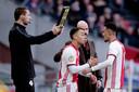 Sergiño Dest komt erin voor Noussair Mazraoui tijdens Ajax - Utrecht.
