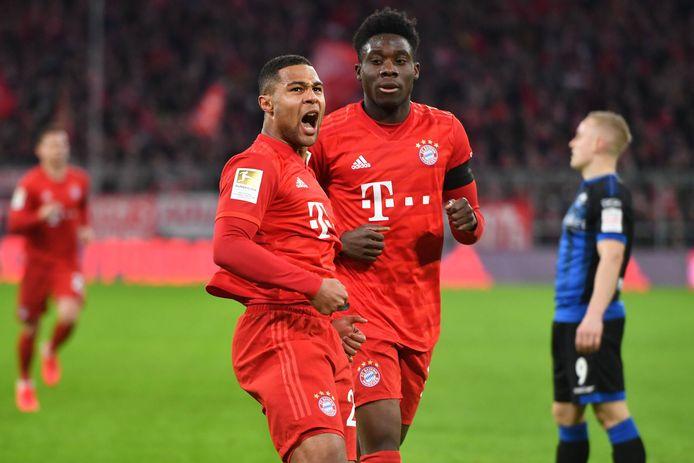 Gnabry en Davies juichen na alweer een goal tegen Hoffenheim.