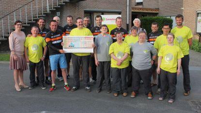 Lievens Cycling Team schenkt 2.000 euro aan Zonnelied