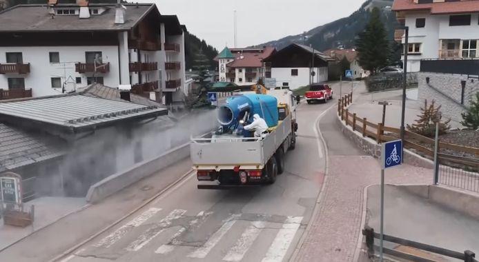 Des canons à neige géants utilisés pour désinfecter les villages en Italie.