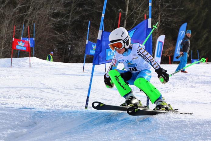 Youp Duvekot (11), Nederlands kampioen alpineskiën, in actie.