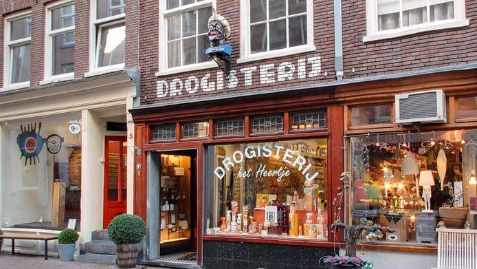 De beelden werden in Amsterdam sinds de zeventiende eeuw als uithangbord gebruikt van een drogist.