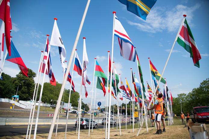 Vlaggen van alle deelnemende landen.