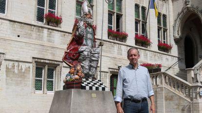 Sinterklaas krijgt bewaking: thuisstad van Sint plaatst camera's ter hoogte van standbeeld