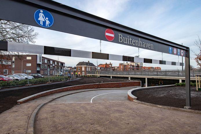 De helling van parkeergarage Buitenhaven is een ideale alternatieve skateplek, vinden skaters. De wijkagent waarschuwt voor gevaarlijke situaties.