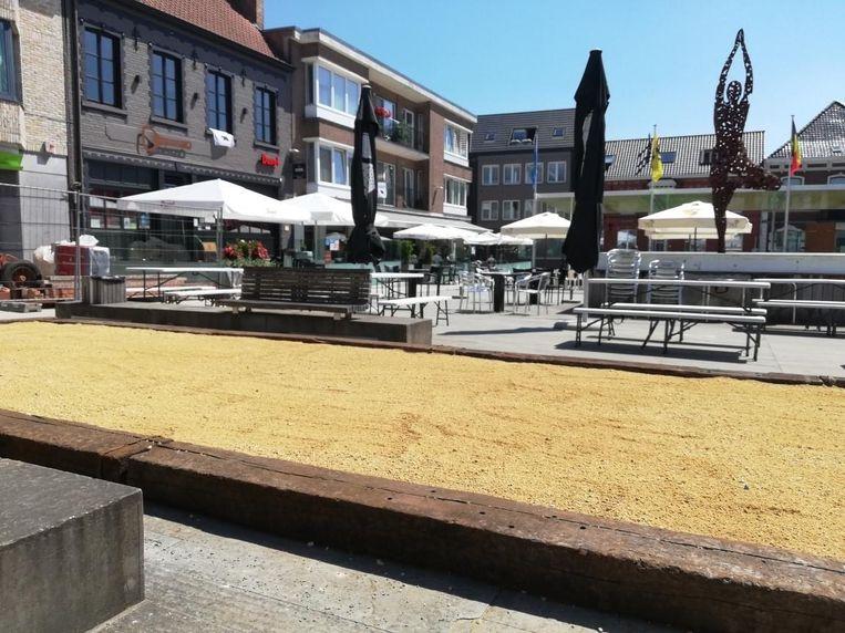 Het petanqueveld op het marktplein van Oedelem brengt een stukje Provence naar de deelgemeente van Beernem.