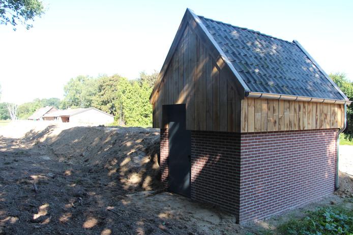 Bovenbouw vleermuiskelder in Hupsel, tussen oude en nieuwe N18.