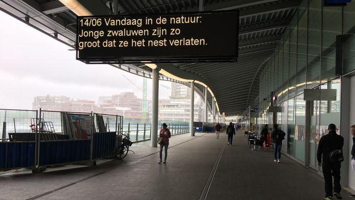 Sinds kort hangt er boven de passage langs Utrechts CS een dagelijks digitaal natuurbericht.