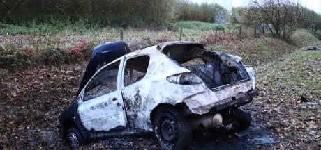 Auto vliegt in brand na botsing in Culemborg: bestuurder met ernstige brandwonden naar ziekenhuis