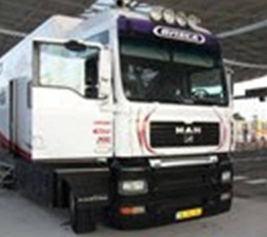 In de speciaal geprepareerde vrachtwagen zaten zestig compartimenten om drugs te verstoppen.