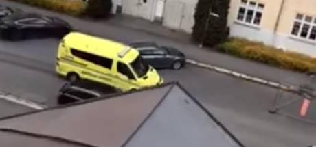 Man in gestolen ambulance rijdt vijf mensen aan: ook zeven maanden oude tweeling gewond