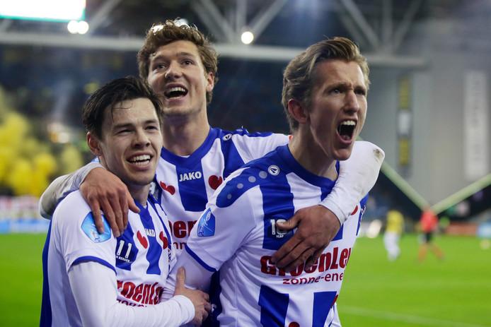 Mitchell van Bergen, Sam Lammers en Michel Vlap juichen na de 0-1 tegen Vitesse.