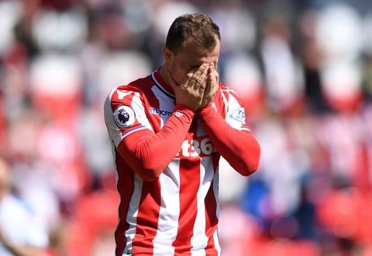 Shaqiri treurt na de degradatie van Stoke City.