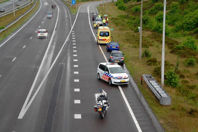De auto's konden na het ongeval allemaal doorrijden tot de vluchtstrook.