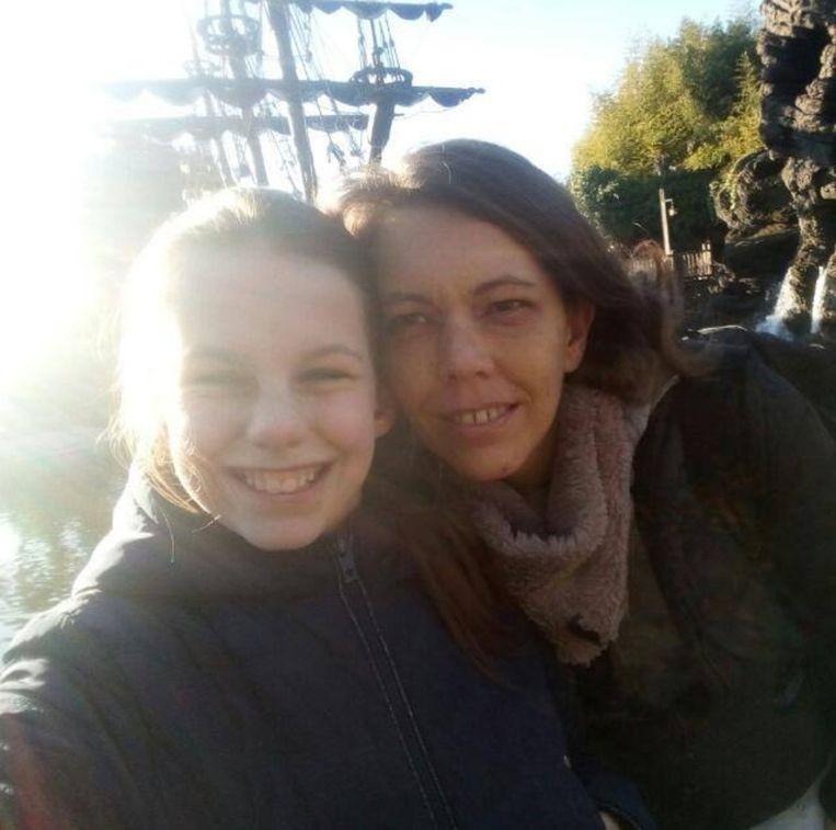 Annelie, 11 ans, et sa mère, Cindy.