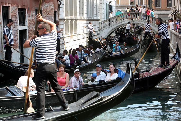 Wie Venetië zegt, ziet gondels.