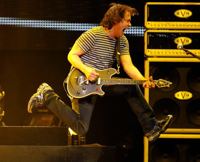 Eddie Van Halen tijdens een concert van enkele jaren geleden.