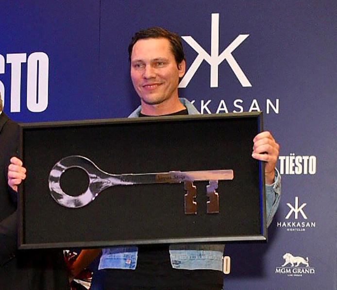 Tiesto is blij met de sleutel van de stad Las Vegas Twitterfoto @tiesto